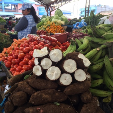 Yuca auf dem Markt von Pujili