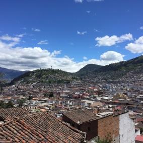 über den Dächern von Quito, wiederum herrliches Wetter