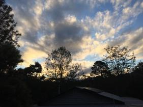 Sonnenuntergang vor der Haustür in Mogo