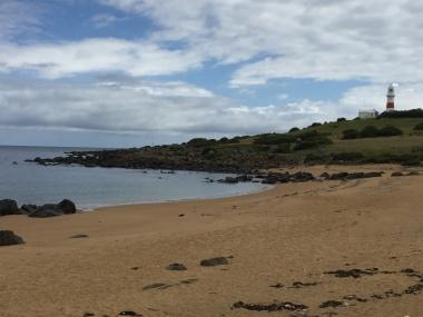 Sicht auf den Leuchtturm vom Strand aus