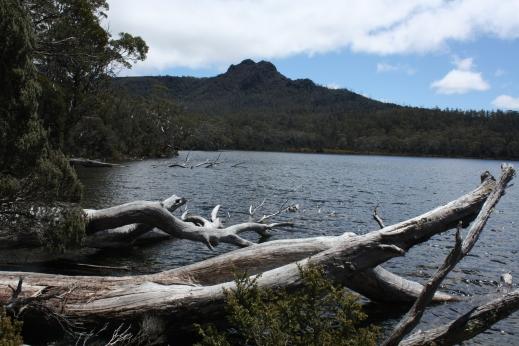 Shadow Lake mit Mount Hugel im Hintergrund