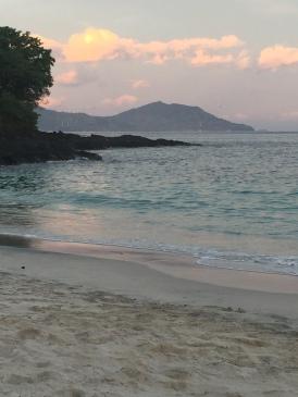 White Sand Beach - zum Glück sieht man den Müll nicht