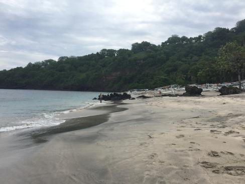 Ah, da waren wir ja noch an einem anderen White Sand Beach, etwas weiter nördlich von Padangbai